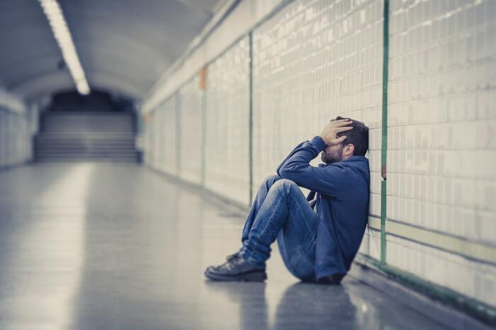 「悲しむ男性」の画像検索結果