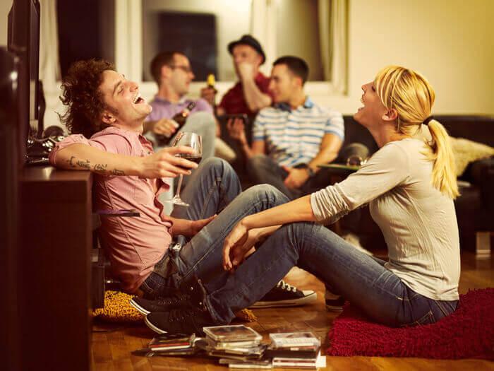 好きな人の前で別の女性と楽しそうにする男性の本音9パターン | オトメスゴレン